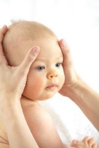 L'ostéopathie pour les bébés présentant une plagiocéphalie