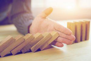 Comment l'ostéopathie pourrait être bénéfique dans la prévention de chutes chez les personnes âgées?